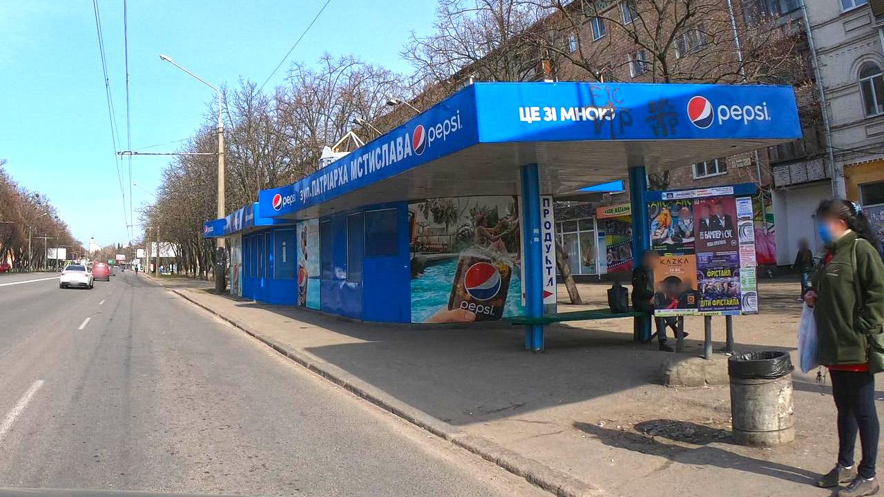 Магазин «Айсберг» навпроти ТРЦ Конкорд