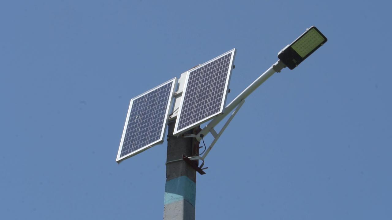 Вулиці Перегонівки вже другий рік освітлюють сонячні батареї