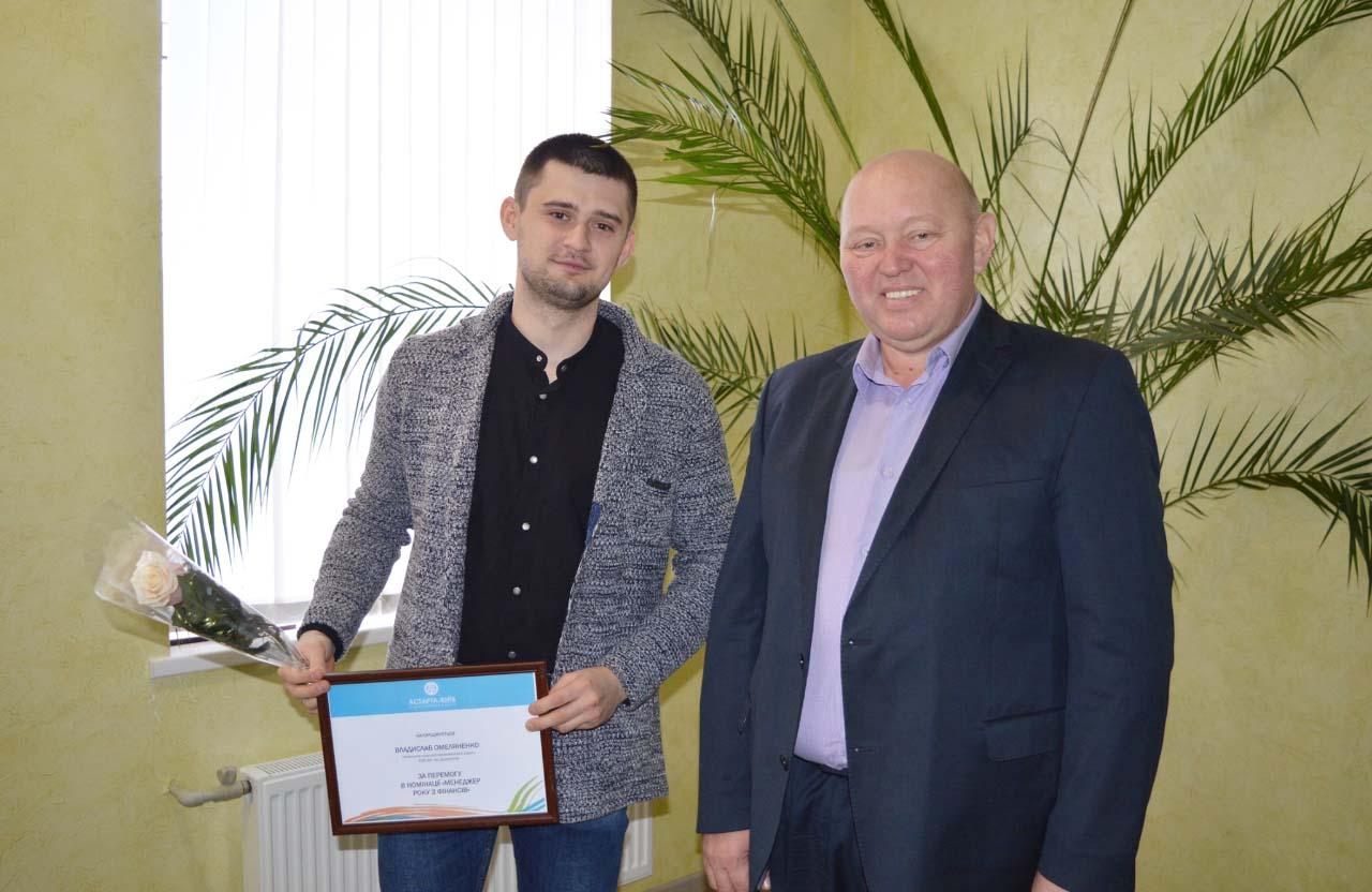 Владислав Омеляненко та директор Агрофірми ім. Довженка Сергій Жилін