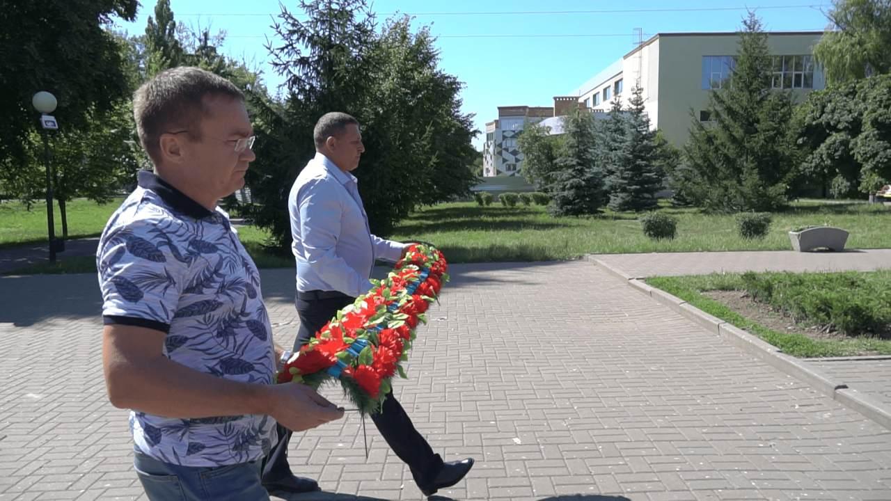 Покладання квітів до пам'ятника Героям-авіаторам