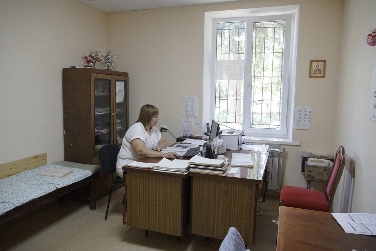 Лікарі приймають пацієнтів у теплих і затишних кабінетах