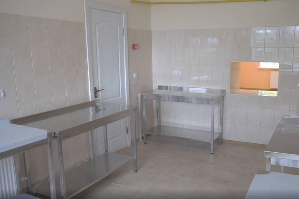 У Василівці шкільну кухню обладнали сучасними мийками та столами