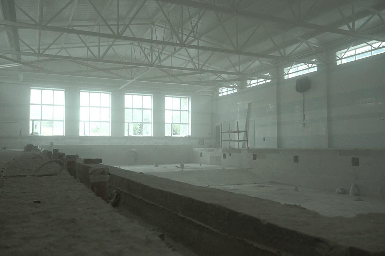 Завершується будівництво басейну з двома чашами