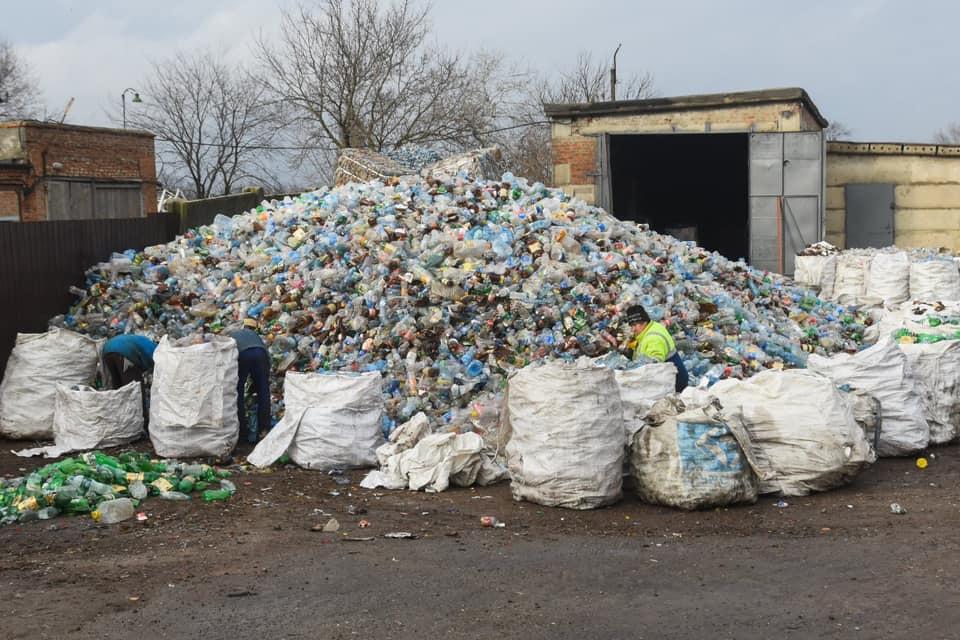 Відходи сортують та відправляють на переробку
