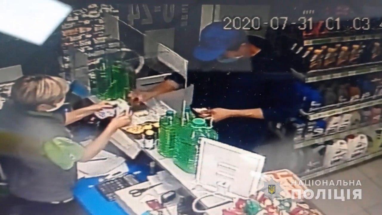 Роман Скрипник в магазині