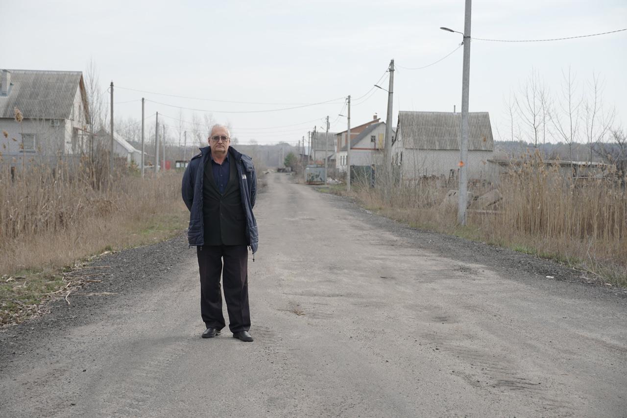 Мешканець вулиці Верхолянської Сергій Скляр радіє, що тепер легко потрапити додому