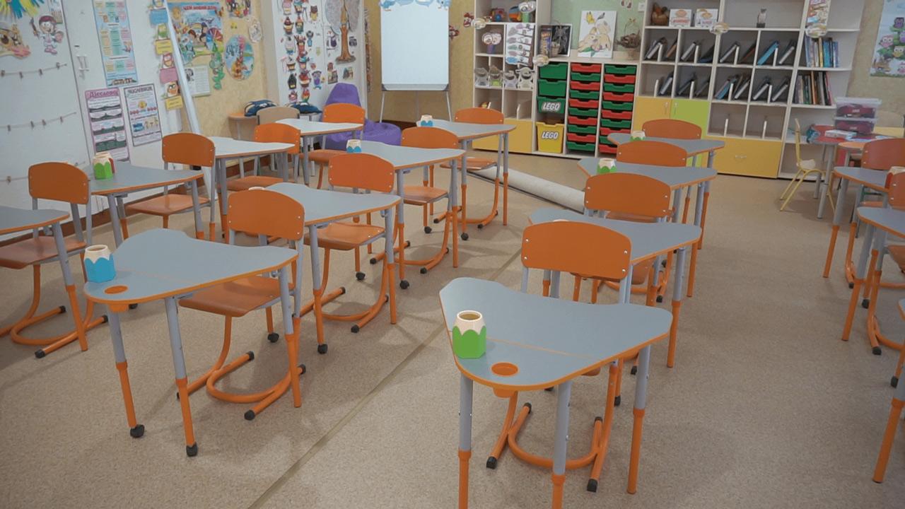 Ще в одному класі замінили підлогу