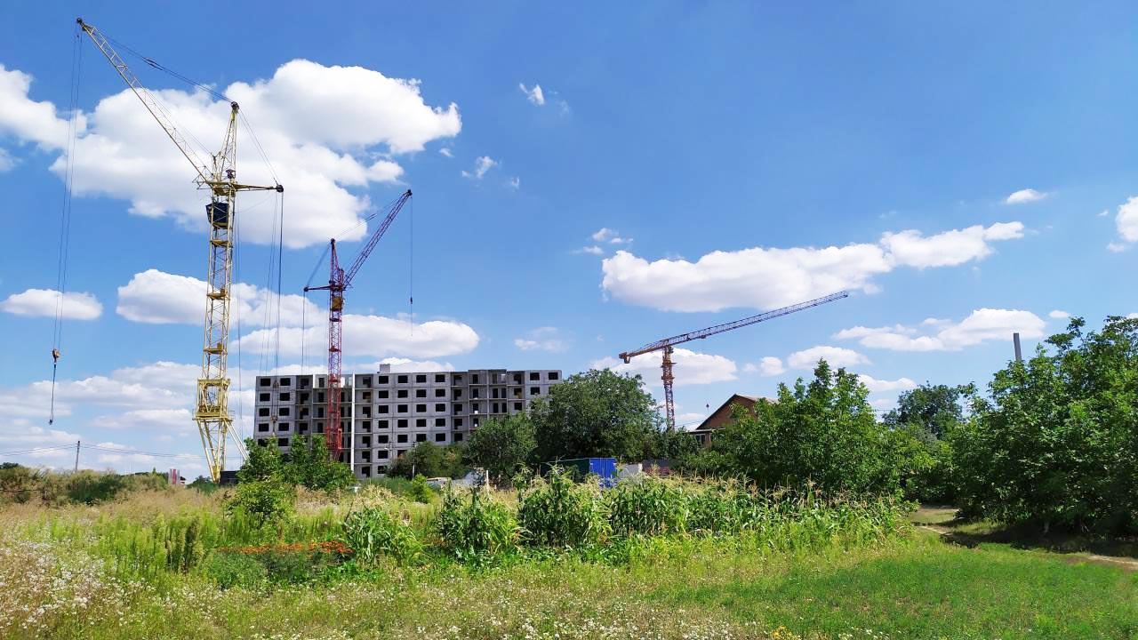 Будівництво у північній частині мікрорайону Лазурний