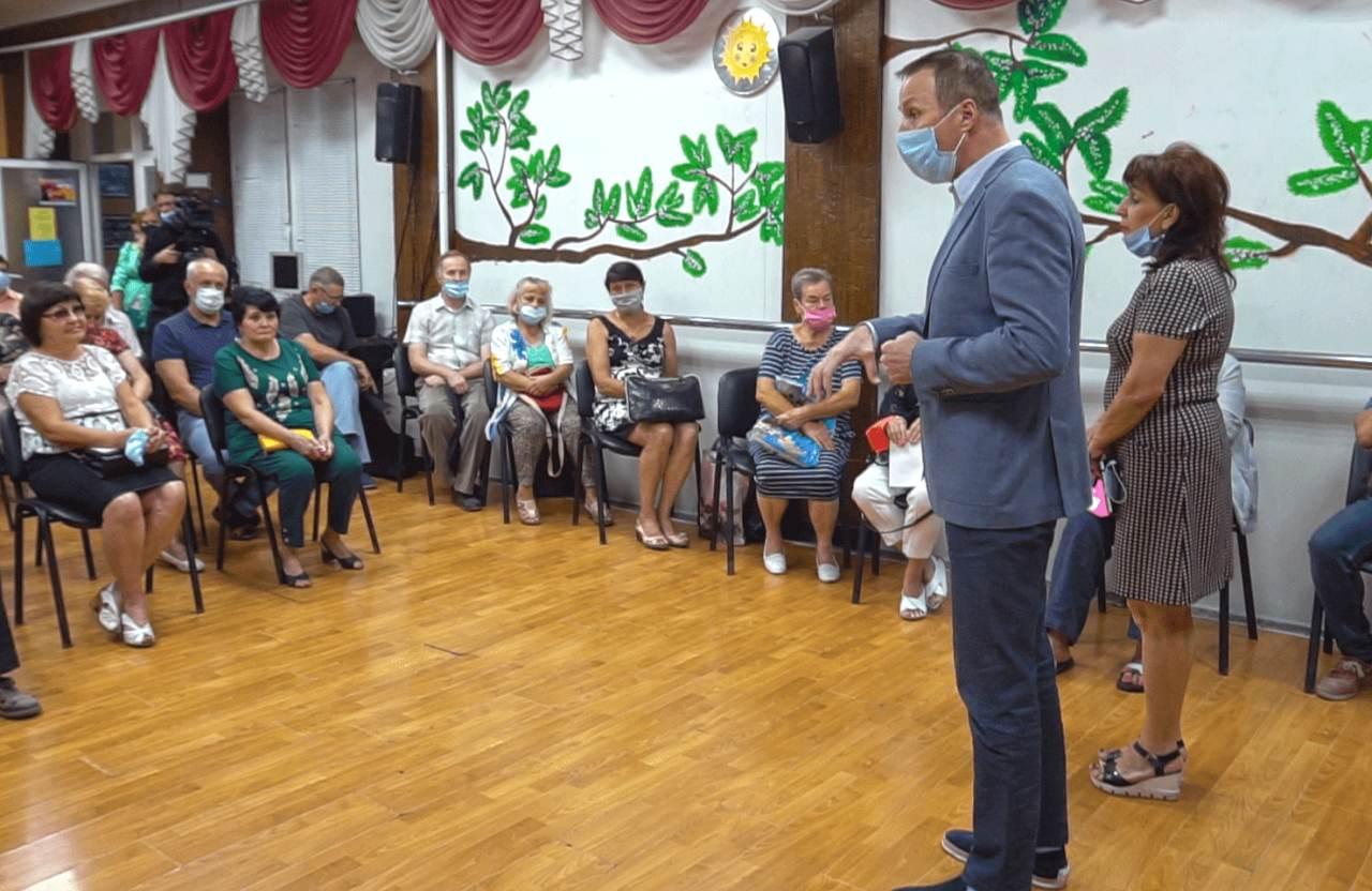 Депутати Андрій Матковський і Майя Матвеєва провели зустріч із мешканцями Авіамістечка