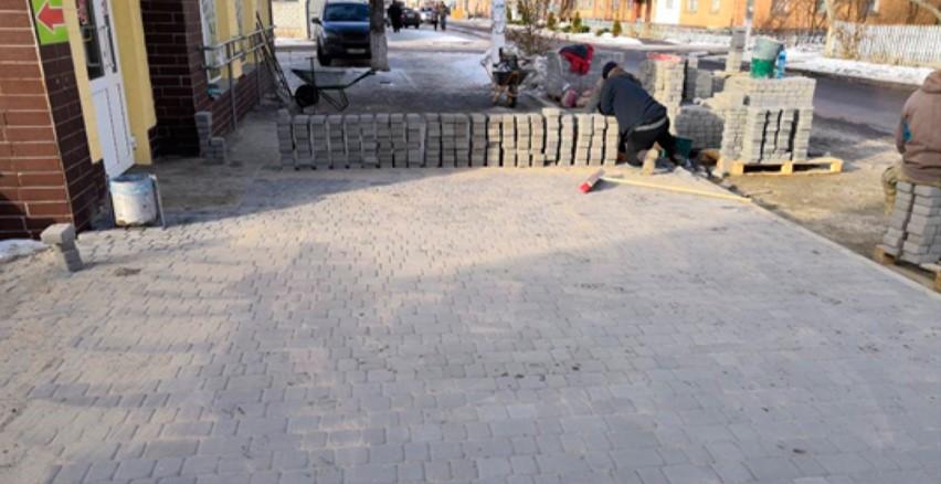 В ОТГ облаштовують тротуари плиткою