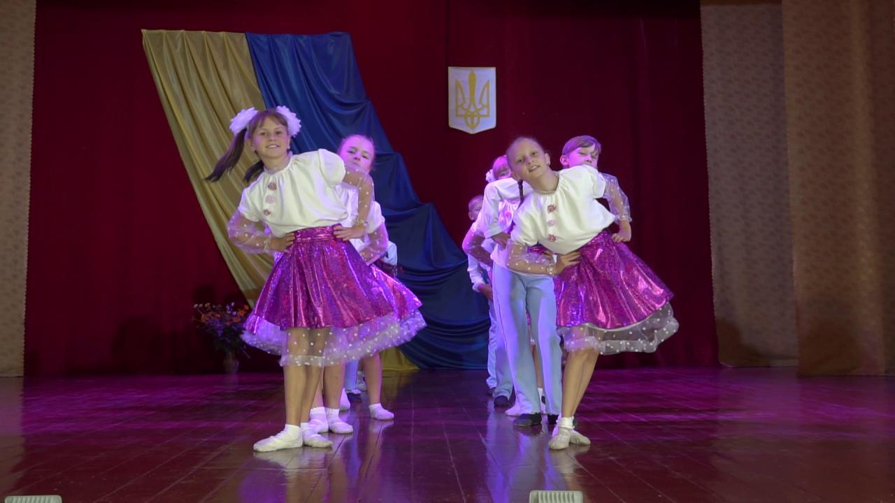 Танцюристи Покровськобагачанського будинку культури випробовують нове світлове обладнання