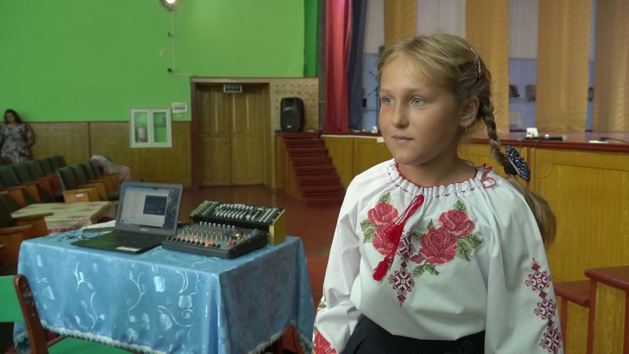 Учасниця співочого гуртка і танцювальної групи «Родзинка» Наталія Кривобок