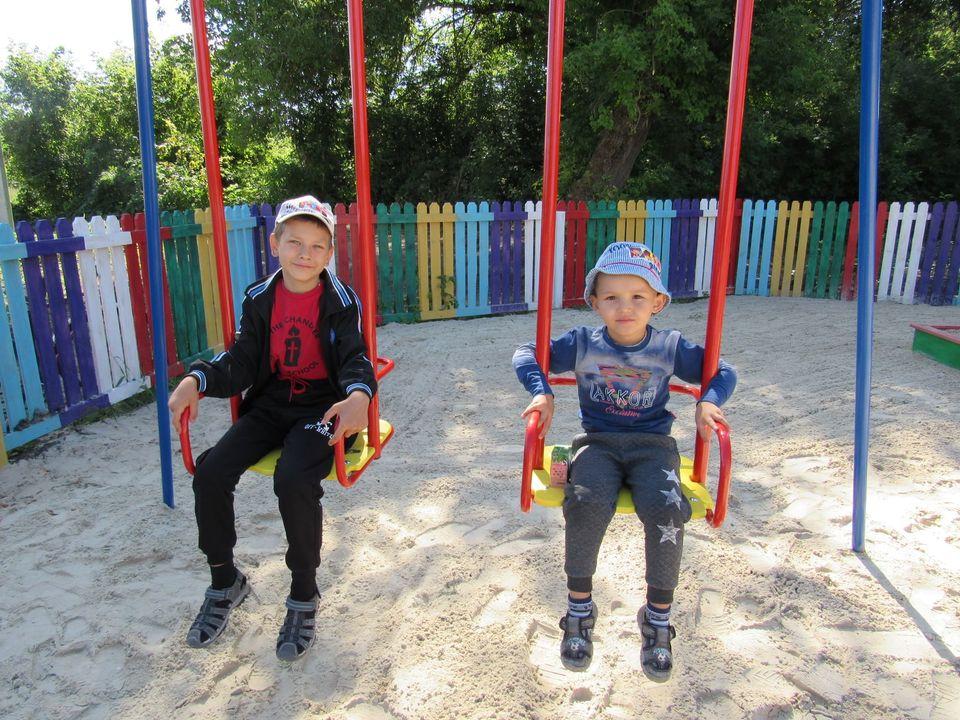 Діти на новому майданчику у Вишневому