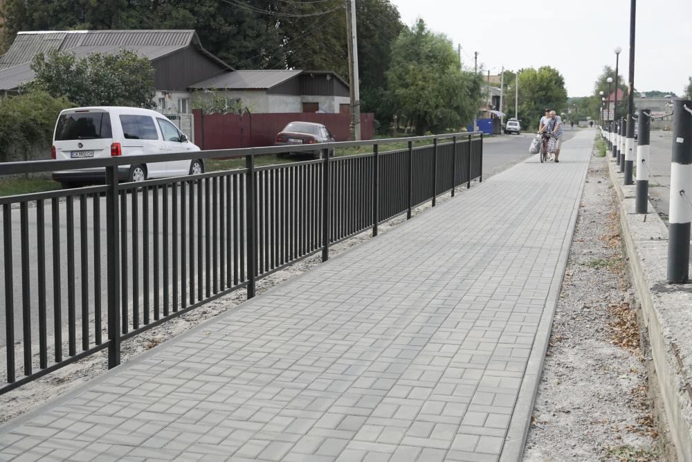 Пішохідна алея на вулиці Комарова
