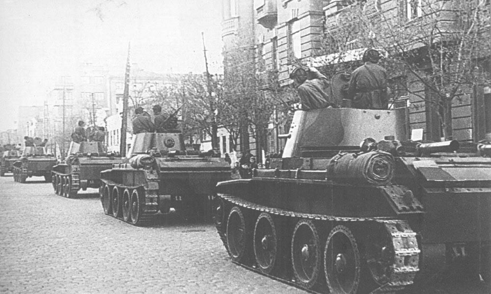 Радянські танки на вулицях Львова