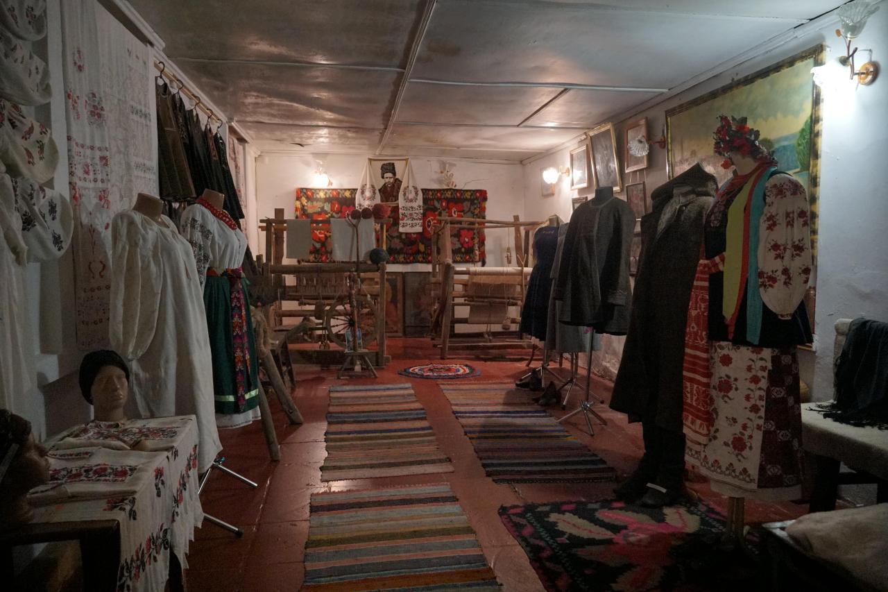 У закладі зібрали колекції старовинного одягу