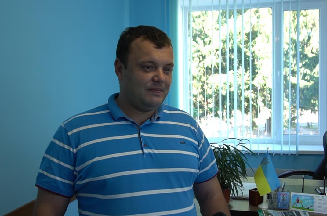 Голова Василівської сільської ради Юрій Романюк говорить, що аграрії завжди допомагають громаді