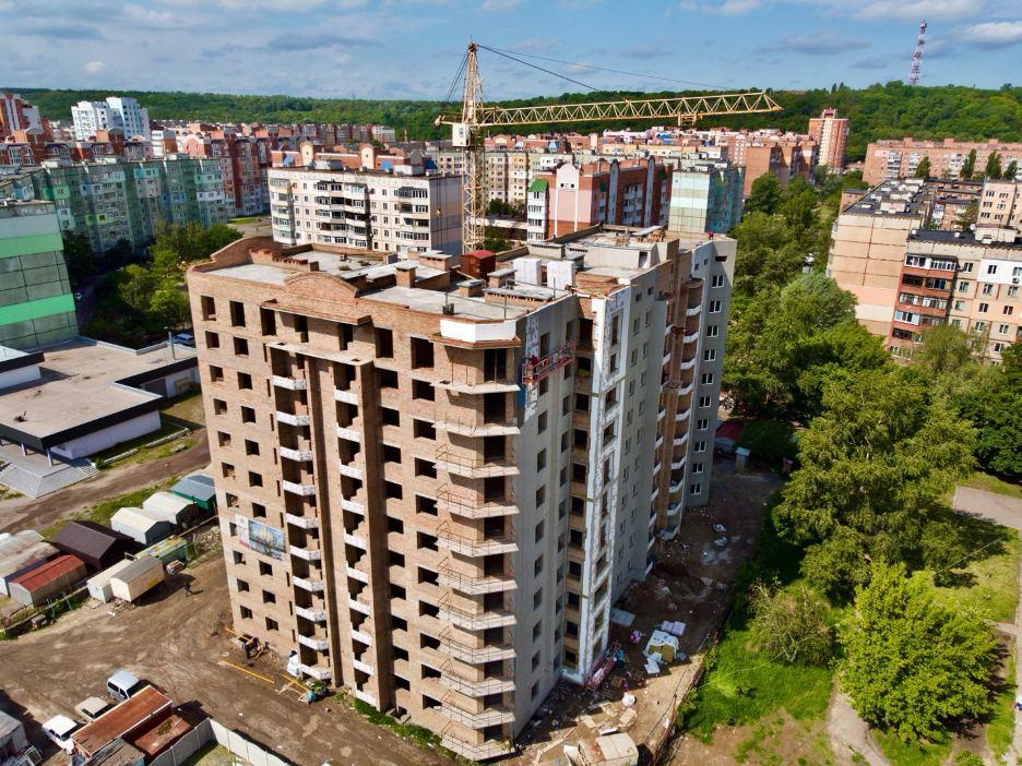 Будівництво багатоквартирного житлового будинку на просп. Миру 18-В