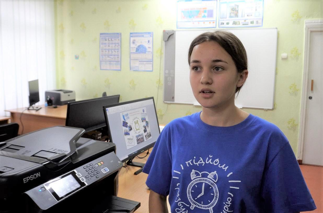 Дев'ятикласниця Лютенківської школи Іра Романенко розповідає про мінідрукарню