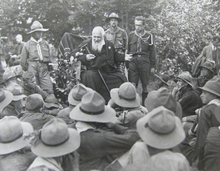 Митрополит Шептицький в пластовому таборі, 1929 рік