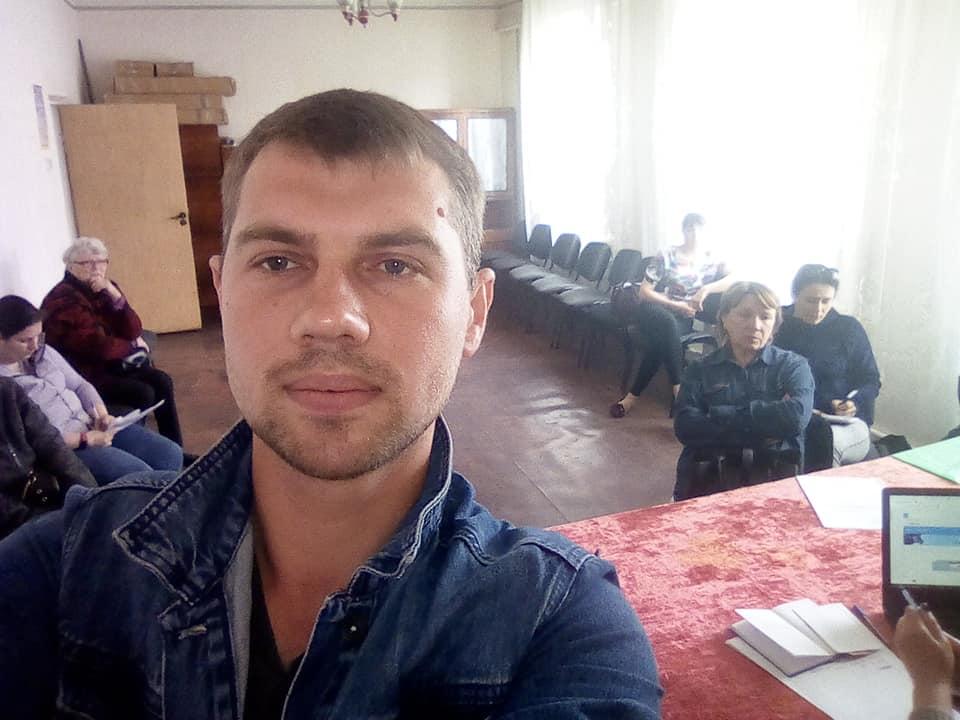 Дмитро Івін працює заступником голови Терешківської ОТГ, але будинок собі збудував у Ковалівці