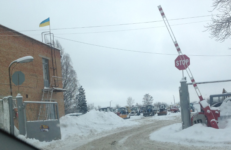 Полтавська комунальна техніка простоює під час снігопаду в 2016 році