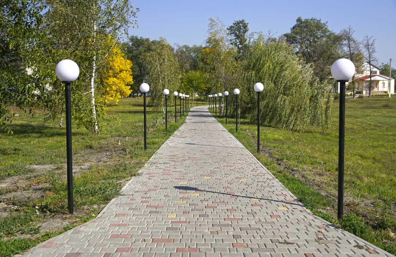 Дуже важливий проєкт, який нами вже втілений, — установлення ліній освітлення на декількох вулицях та у парку