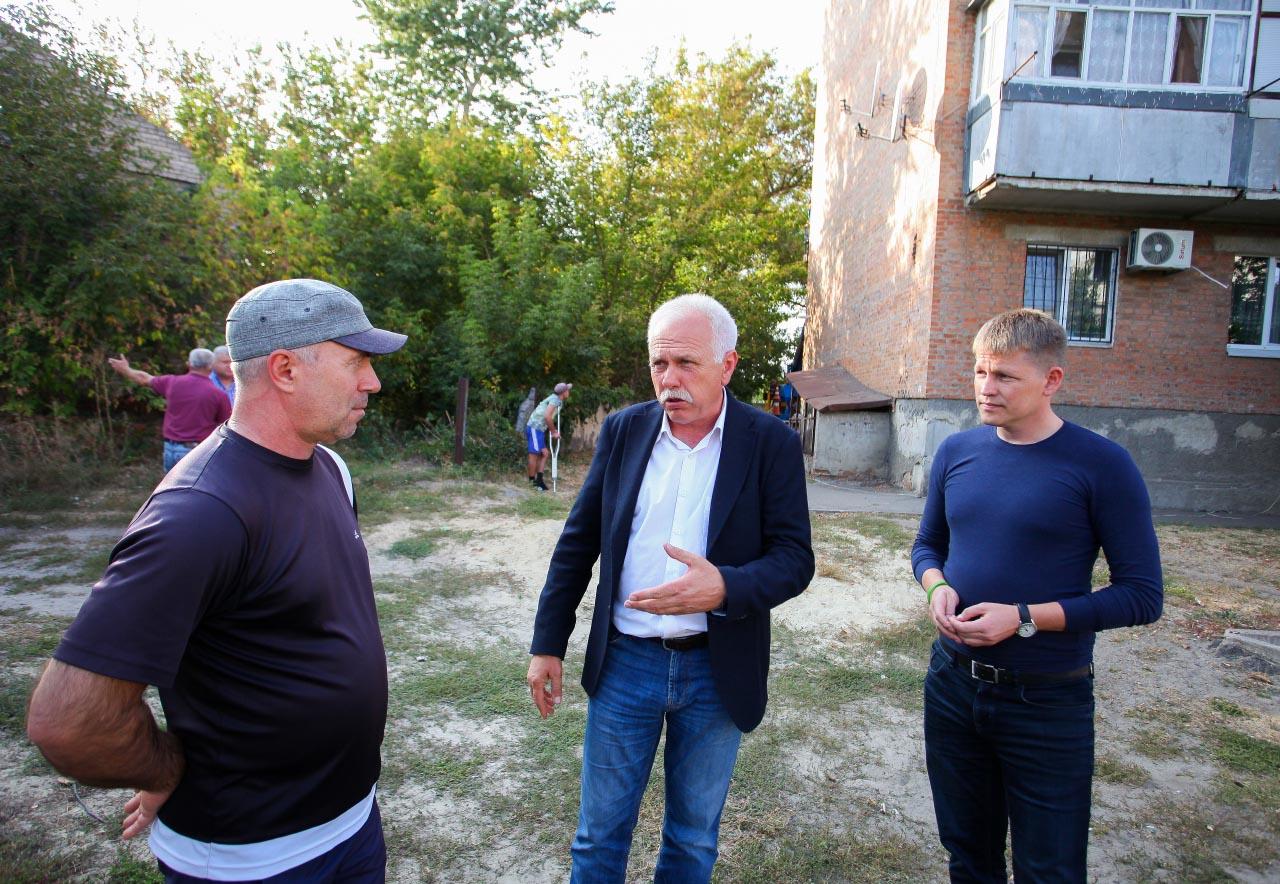 Сергій Іващенко спілкується з жителями Ліска