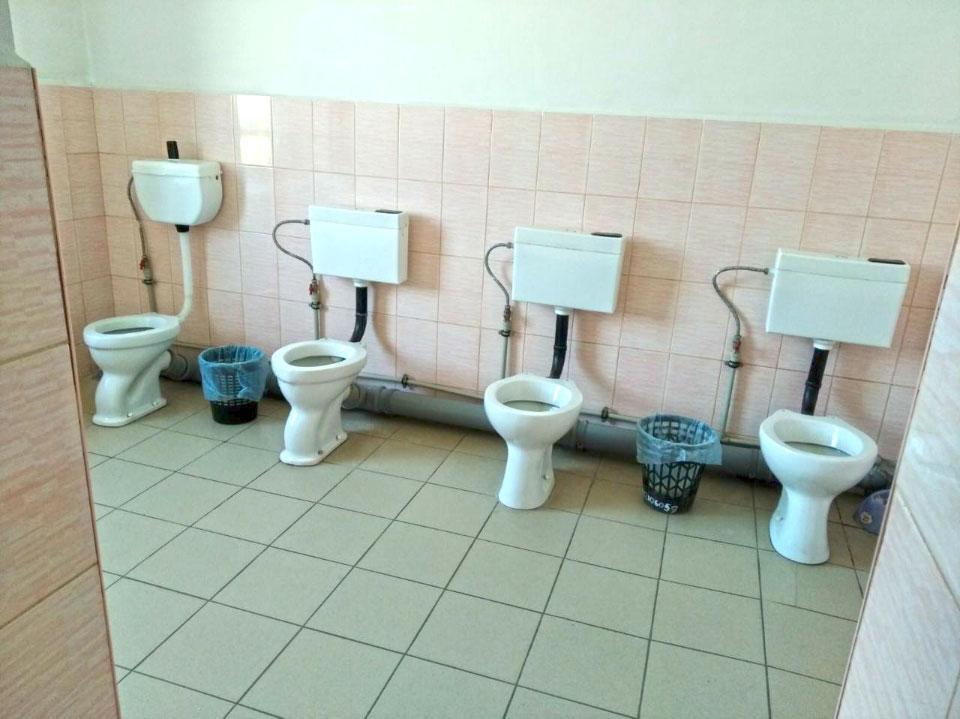 Туалет у школі № 19