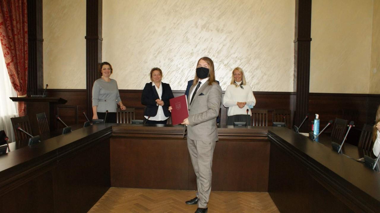 Максим Настека на врученні диплому
