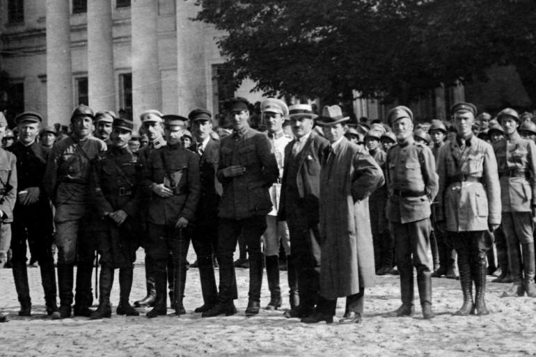 Василь Тютюнник — п'ятий зліва. Кам'янець-Подільський 31 липня 1919 року | Фото: сайт УІНП