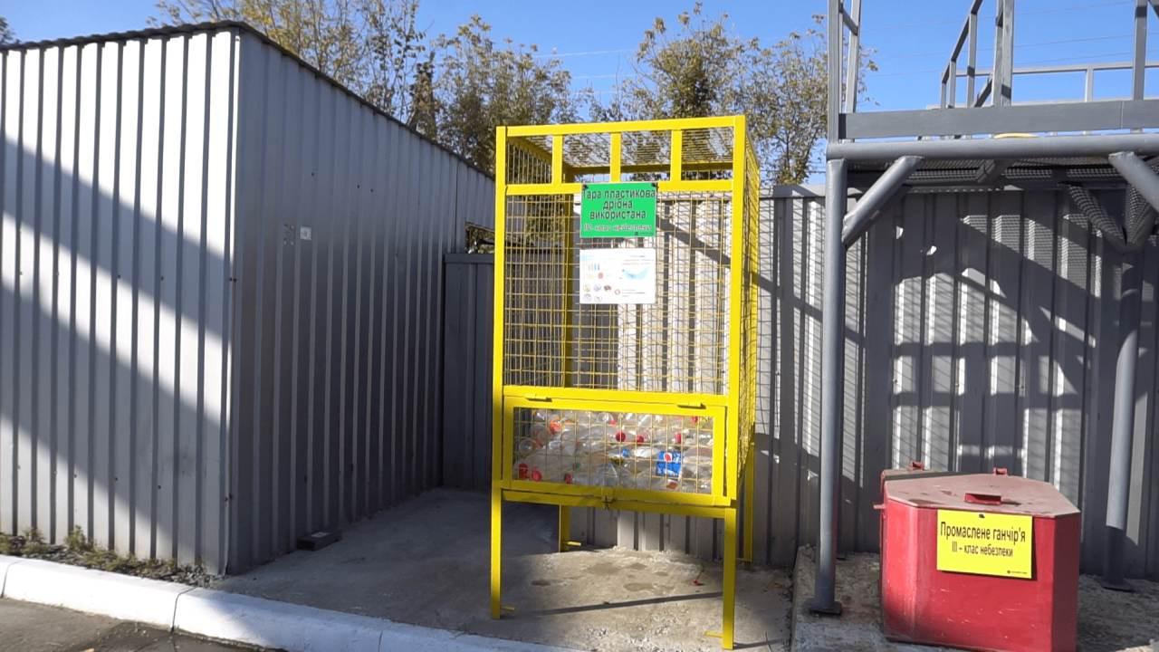 На вулиці Володимирівській встановили контейнери для збору пластику