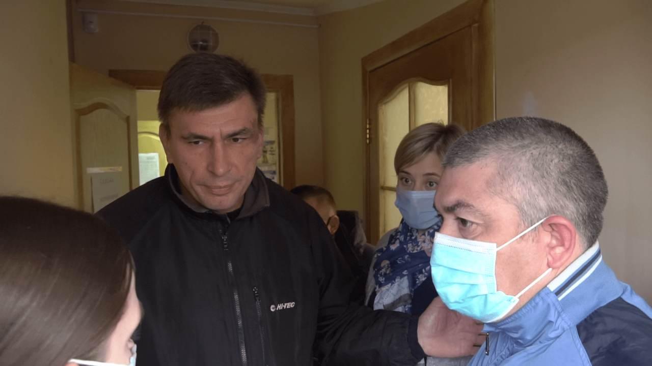 Вячеслав Сологор виштовхав журналістів та громадськість з сільської ради