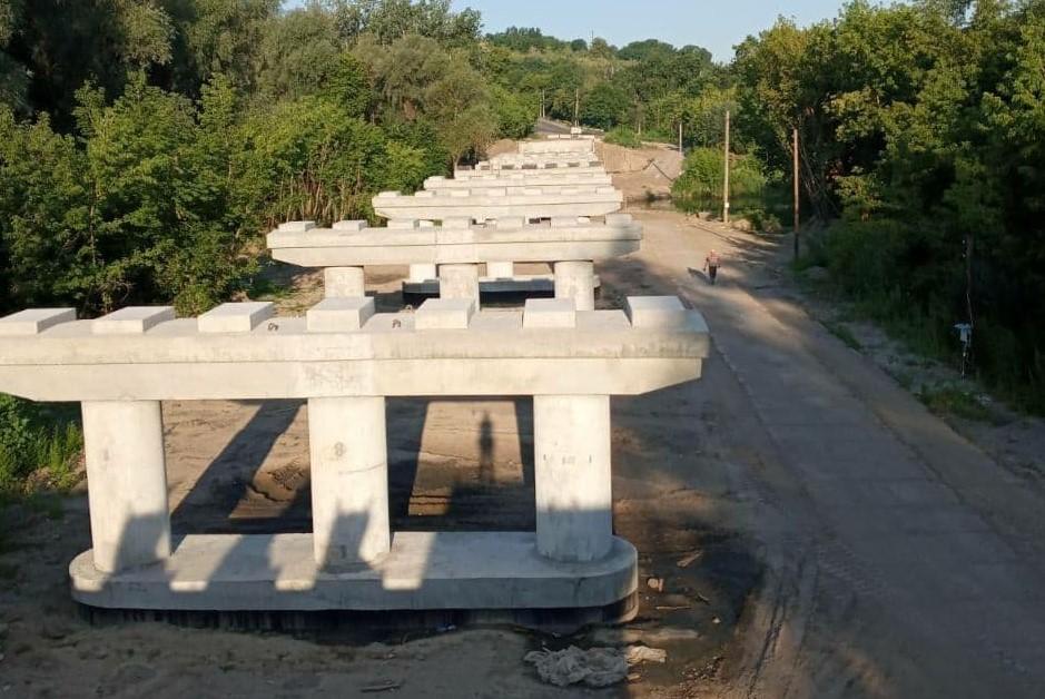Полтавська компанія постачає залізобетонні конструкції для ремонту мосту в Гадячі