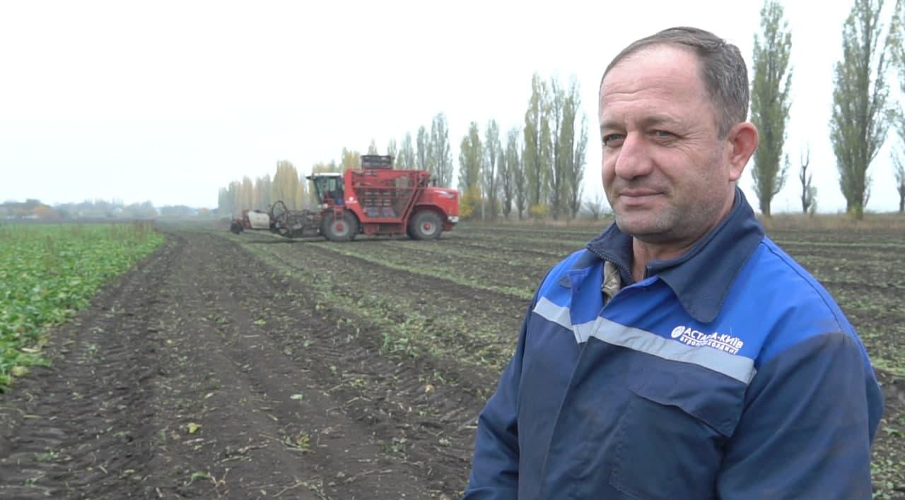 Тракторист-комбайнер ВП «Зоря» Віктор Пилипенко