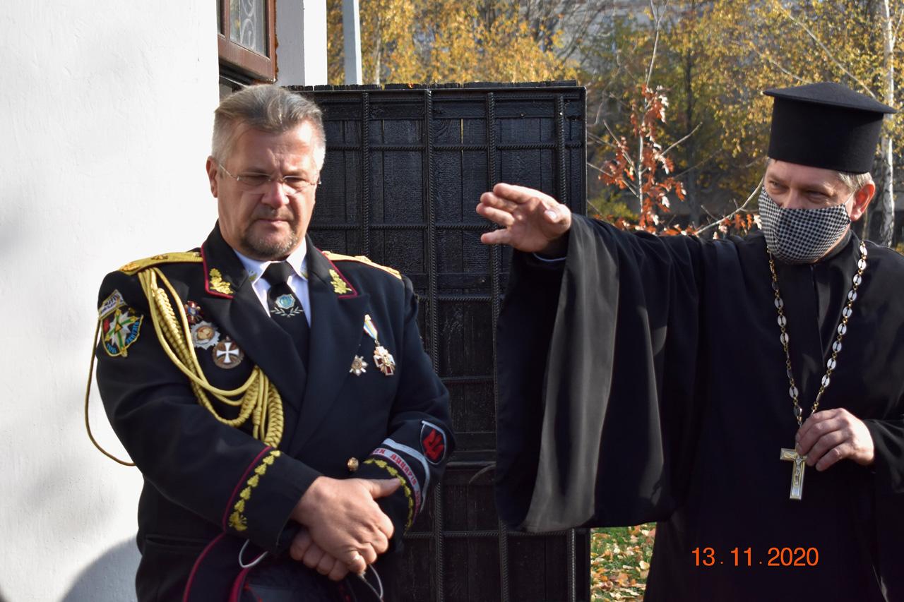 генерал-хорунжий Ігор Пометун та протоієрей Вячеслав Рукас