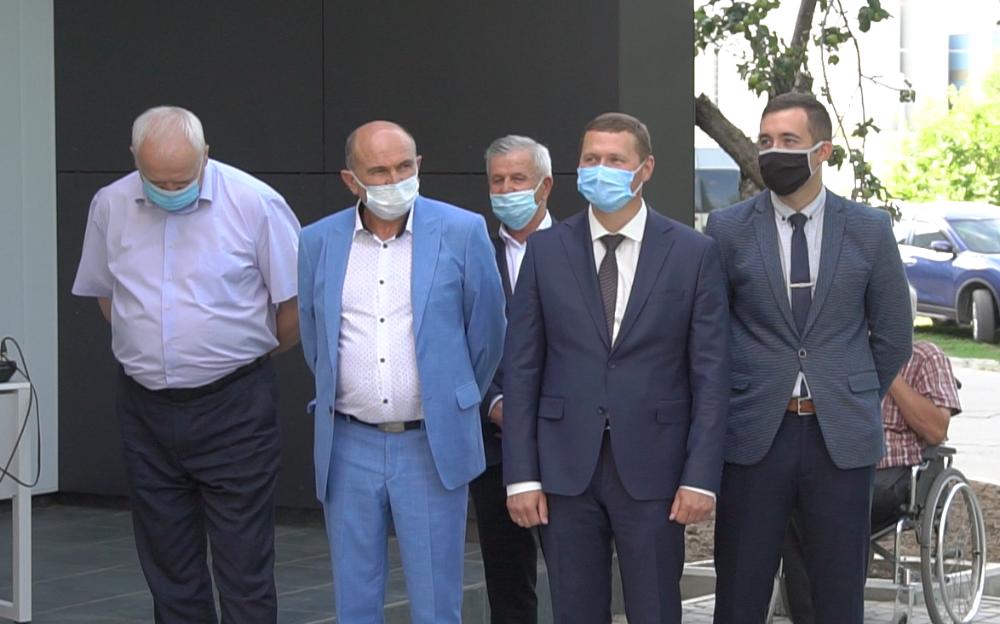 Михайло Кононенко та Дмитро Романов прийшли на відкриття Розсошенської амбулаторії попіаритись
