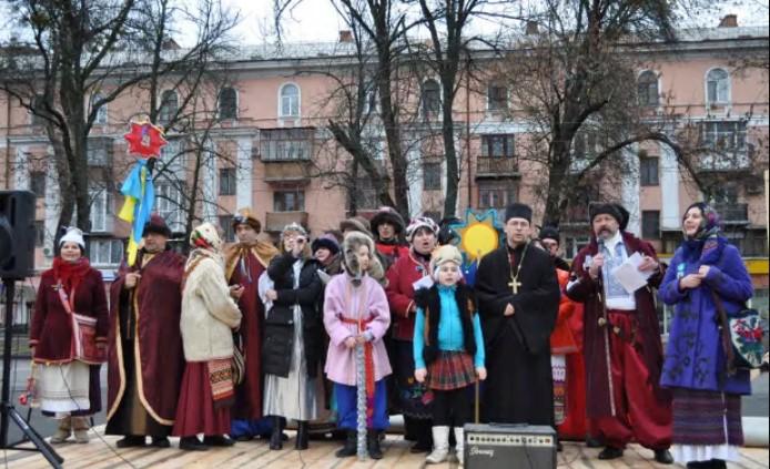 Різдвяний вертеп на полтавському Майдані. 7 січня 2014