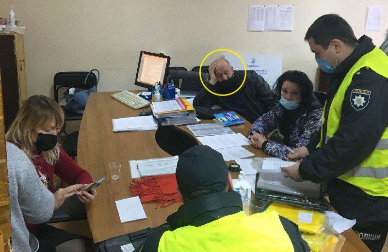 Микола Чернічкін — член Шевченківської ТВК, який допоміг пройти у раду кандидату з команди Іващенка