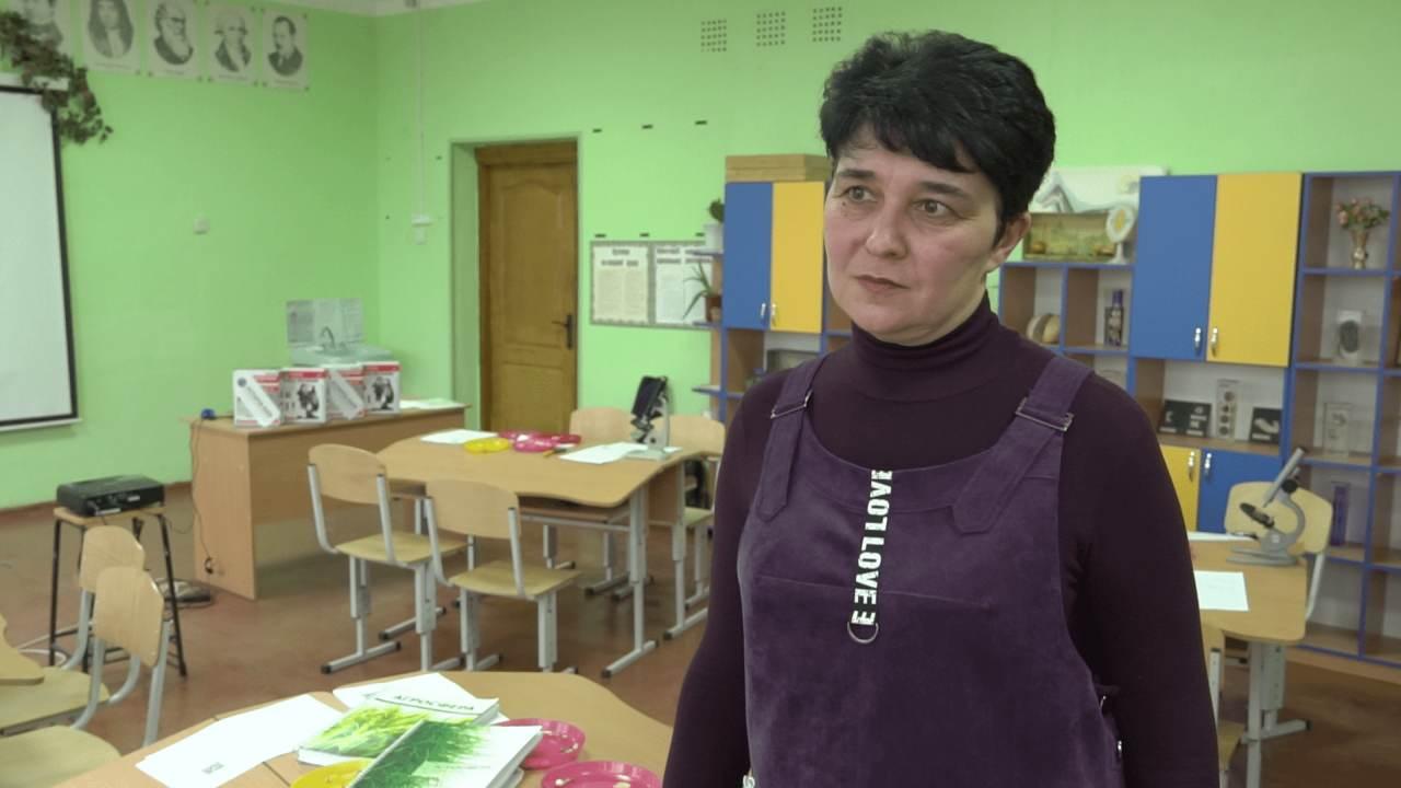 Учителька біології Бреусівської ЗОШ Людмила Савенко