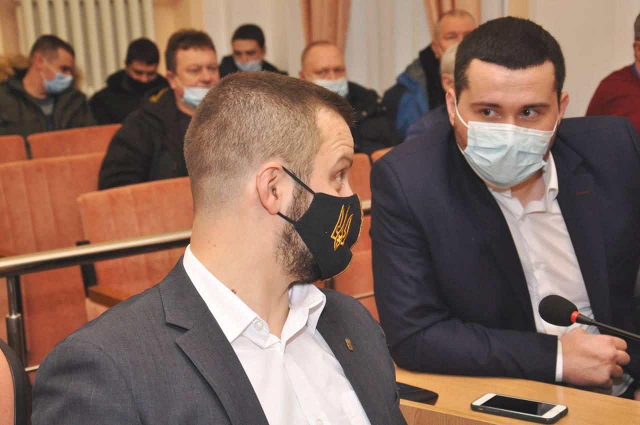 Юліан Матвійчук (ВО «Свобода») та Вадим Ямщиков («Слуга Народу»)