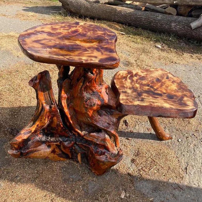 Декоративний дерев'яний стіл