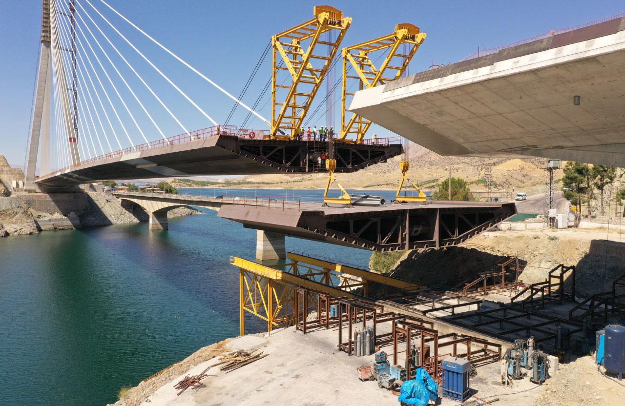Один з вантових мостів, який «Догуш» побудував у Туреччині
