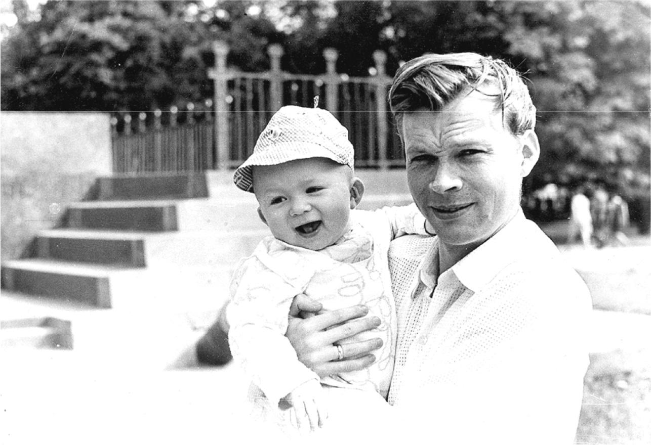 1972 рік. Олександр Єрмак з сином