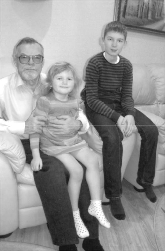 2014 рік. Олександр Єрмак з онуками