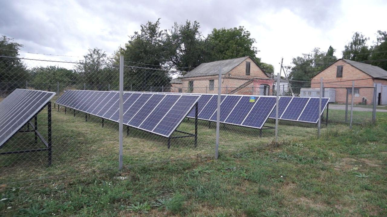 Сонячні панелі на території Лохвицької райлікарні