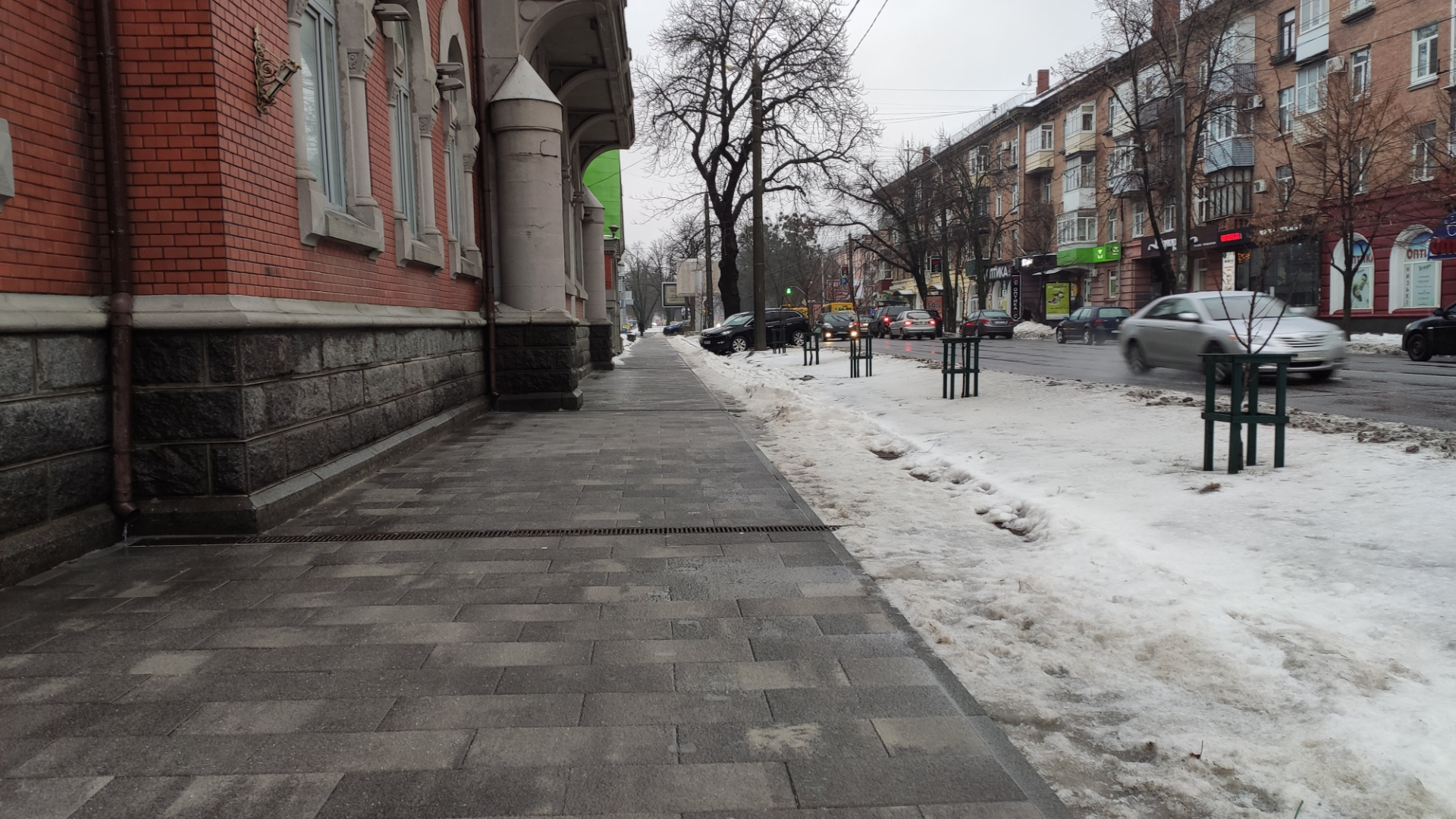 Вигляд тротуару 12 лютого.