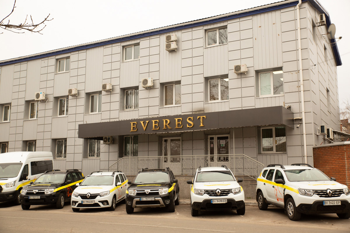 Вулиця Покровська, 67б у Полтаві: колишня база «Явору» — тепер головний офіс «Евересту»