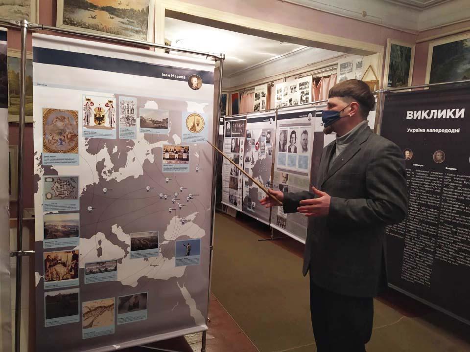 Євген Калашник проводить екскурсію