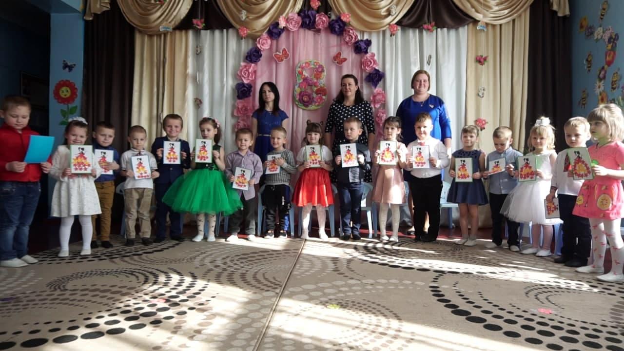 Вихованці  дошкільного підрозділу Степненського НВК створили для матусь оригінальні листівки.png